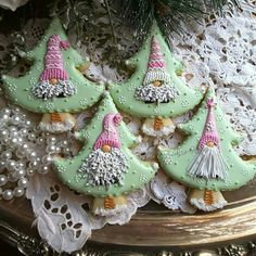 Gnome Christmas CookiesI LOVE THESE! I am definitely making some of these, this Christmas! Christmas Tree Cookies, Christmas Gingerbread House, Valentine Cookies, Iced Cookies, Holiday Cookies, Christmas Desserts, Christmas Treats, Christmas Baking, Fancy Cookies
