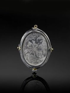 A GLASS OVAL PENDANT, ITALY OR SPAIN, 16TH-17TH CENTURY