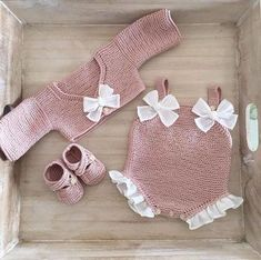 Baby knitting and crochet free pattern west, hat, balanket, dress Crochet Baby Blanket Sizes, Crochet Baby Hat Patterns, Crochet Bebe, Baby Patterns, Free Crochet, Crochet Pattern, Free Pattern, Blanket Patterns, Clothes Patterns
