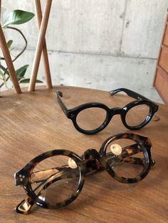 Lesca LUNETIER mod.La Corb's(レスカ ル・コルビジェ) – MONO OPTIQUE Glasses Shop, Mens Glasses, Flip Up Sunglasses, Glasses Trends, Eyeglass Frames For Men, Steampunk Sunglasses, Fashion Eye Glasses, Men Eyeglasses, Vintage