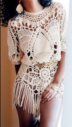 Love this Boho Chic Crochet Top. Mode Hippie, Bohemian Mode, Bohemian Style, Crochet Fringe, Crochet Tunic, Crochet Clothes, Crochet Lace, Crotchet Dress, Crochet Edgings