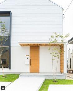 画像詳細 | KASHA - カシャ - Dream Home Design, Home Interior Design, House Tokyo, Japan Architecture, Compact House, Townhouse Designs, Modern Front Door, Japanese House, Feng Shui