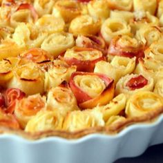 Recipe - Rose Bouquet Pie, after Alain Passard Chefs, Dessert Aux Fruits, Le Diner, Sweet Tarts, French Food, Bon Appetit, Food Art, Sweet Recipes, Macarons
