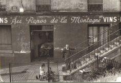 """""""Au Repos de la Montagne"""", rue Vilin 53-55. Une photo de © Willy Ronis, 1957  (Paris 20ème)"""