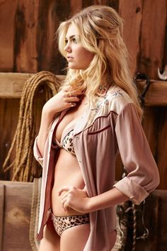 Kate Upton for Cosmopolitan November '12 by Matt Jones Kate Upton = Bardot part deux  Bonne anniversaire Brigitte Bardot