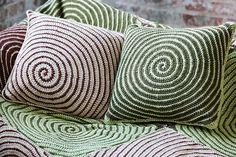 [Free Patterns] Unique And Captivating Vortex Crochet Afghan And Pillows ༺✿ƬⱤღ https://www.pinterest.com/teretegui/✿༻