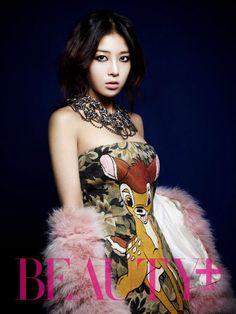 Wonder Girls' Yubin on the Cover of Beauty Plus December 2012 Kpop Girl Groups, Kpop Girls, Yubin Wonder Girl, Asian Celebrities, Beauty Magazine, Korean Artist, Glam Rock, Perfect Woman, Korean Girl