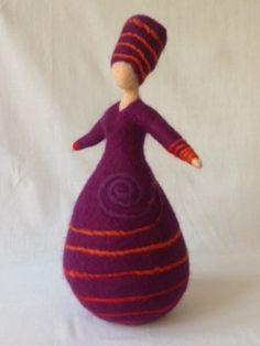 Vrouwen - Wolinhout Diy Tree Topper, Tree Toppers, Felt Crafts, Diy And Crafts, Felt Fairy, Felt Toys, Handmade Toys, Needle Felting, Wool Felt