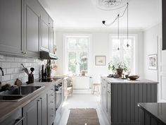 〚 Bright Scandinavian home filled with live plants 〛 ◾ Photos ◾Ideas◾ Design Decor, Kitchen Decor, Home, Swedish House, Scandinavian Home, Interior, Grey Kitchens, My Scandinavian Home, Kitchen Design
