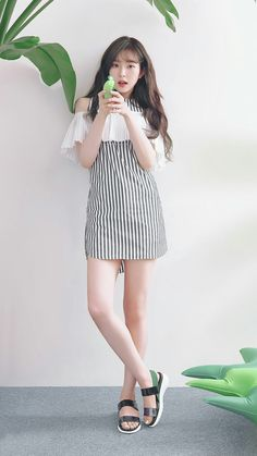 Find Red Velvet Clothing KPOP for an affordable price New Red Velvet Fashion Collection Out Now! Shared by Background phone Red Velvet アイリーン, Wendy Red Velvet, Red Velvet Irene, Kpop Fashion, Korean Fashion, Girl Fashion, Fashion Outfits, Mode Ulzzang, Ulzzang Girl