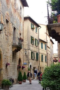 Discover these 3 towns in Tuscany. Beautiful places to explore, shop and sample the local wines and cuisine. Add these to your next trip to Italy.