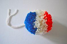 DIY - pompon tricolore bleu-blanc-rouge !