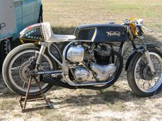 manx norton twin - Google Search Norton Bike, Norton Cafe Racer, Norton Motorcycle, Motorcycle Engine, Cafe Racer Motorcycle, British Motorcycles, Cars And Motorcycles, Brat Cafe, Cafe Racer Build