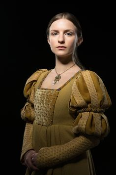 """Faye Marsay as Anne Neville in """"The White Queen"""" (TV Series, Series costume design by Nic Ede. Tudor Costumes, Medieval Costume, Medieval Dress, Period Costumes, Movie Costumes, Anne Neville, Elizabeth Woodville, Lancaster, Eduardo Iv"""