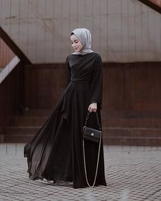 Be grateful that Allah blessed you with things you didn't even ask for, Alhamdulillah ya Rabb for everything i have, for everything i had and everything i will have ♥️ —— Dress and hijab from cantik banget! Hijab Gown, Hijab Dress Party, Trendy Dresses, Simple Dresses, Nice Dresses, Dress Outfits, Fashion Dresses, Hijab Outfit, Dress Brokat
