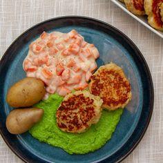 Oppskrift på fiskekaker med gulrotstuing og ertepuré Danish Food, Nom Nom, Seafood, Good Food, Food And Drink, Eggs, Cooking, Breakfast, Desserts