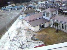 Япония. Цунами подошло к берегу - 日本の津波が海岸に達した - YouTube