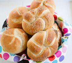 Recept Kaiserbroodjes Bread Bun, Pan Bread, Bread Cake, Bread Baking, Bread Recipes, Snack Recipes, Snacks, Kaiser Roll Recipe, Thermomix Bread