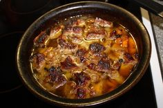 Karjalanpaisti Beef Recipes, Chili, Food And Drink, Soup, Meat, Drinks, Ethnic Recipes, Beef, Beverages