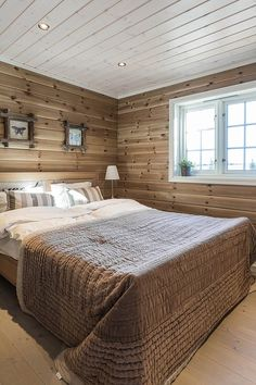 Familiehytta – Gjør hyttedrømmen mulig! House Design, Interior Stairs, House, Home, Log Cabin Decor, House Interior, Bedroom Inspirations, Dream Cottage, Bedroom
