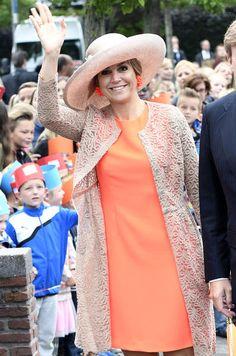 La reine Maxima des Pays-Bas était ce lundi en Frise, avec son royal époux Willem-Alexander. L'occasion de visiter entre autres une pépinière de tomates.