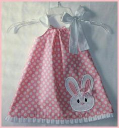 Super Cute Bunny applique dress Pink Polka Dot and Ruffle Easter dress Inspiration for a pillowcase dress to wear with white pants and a white collared shirt. Maybe see about bunny shoe covers to match. Stylish Eve Fall 2013 Outfits: Fall for Plaid Praye Little Dresses, Little Girl Dresses, Little Girls, Girls Dresses, Sewing For Kids, Baby Sewing, Fashion Kids, Toddler Dress, Baby Dress