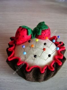 Felt Crafts, Diy And Crafts, Arts And Crafts, Needle Book, Needle Felting, Sewing Crafts, Sewing Projects, Felt Cake, Wool Quilts