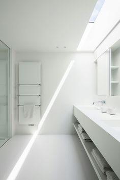 Francisca Hautekeete – Architect Gent – Projects – V White Bathroom, Bathroom Interior, Modern Bathroom, Small Bathroom, Minimal House Design, Boffi, Bathroom Design Inspiration, Design Ideas, Interior Minimalista