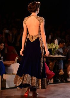 Manish Malhotra heavy ethnic collection inspired bythe silhouettes of royality at PCJ Delhi Couture Week 2013 MM50
