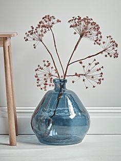 NEW Oversized Blue Vase with Faux Blush Cow Parsley Spray Artificial Flower Arrangements, Artificial Flowers, Floral Arrangements, Deco Buffet, Mini Loft, Big Vases, Large Vases, Arte Floral, Faux Flowers