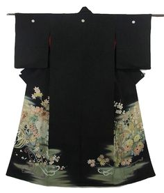 This is a graceful vintage Kurotomesode with a design of seasonal flowers cart,which is dyed