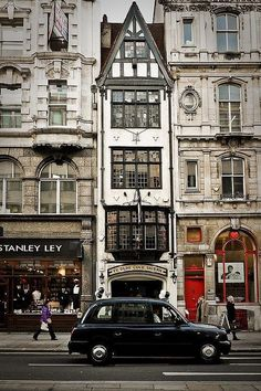 This bustling British city is all over Pinterest and comes in third place for most pinned travel locations. Source: Courtesy of paulac63 via Pinterest