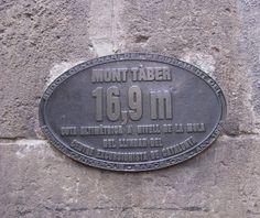 Los cuatros columnas están ubicados en la parte más alta de la ciudad vieja. Aquí es donde la ciudad romana fue fundado