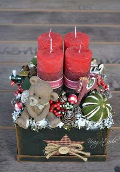 Thinking about easy and cheap christmas centerpiece ideas that you can do by yourself? Look here for some of the easiest Christmas centerpiece ideas. Christmas Advent Wreath, Christmas Vases, Christmas Arrangements, Cheap Christmas, Christmas Tablescapes, Noel Christmas, Christmas Centerpieces, Rustic Christmas, Simple Christmas