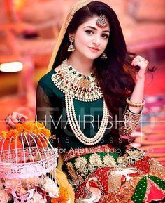 A beautiful bride with beautiul eyes Pakistani Mehndi Dress, Pakistani Bridal Makeup, Bridal Mehndi Dresses, Pakistani Wedding Outfits, Bridal Dress Design, Bridal Outfits, Bridal Lehenga, Pakistani Dresses, Indian Bridal