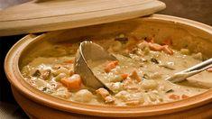 «Voici une soupe-repas très réconfortante à savourer en famille ou avec des amis avec une bonne miche de pain et un verre de vin blanc...