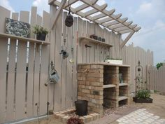 パーゴラのあるジャンクな庭 - グリーン・サムの仕事 Garden Cafe, Garden Yard Ideas, Backyard Ideas, Garden Structures, Outdoor Structures, Wood Shed, Outdoor Areas, Garden Furniture, Garden Design