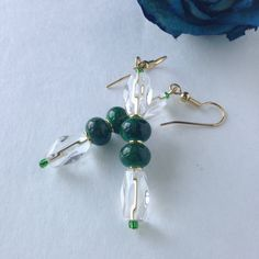 handmade green beaded earrings, holiday dangle earrings, pine green Christmas earrings, hunter green gold tone jewelry, inexpenisve jewelry - pinned by pin4etsy.com