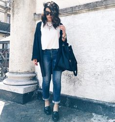 outfit-look-looks-fashion-blogger-veronica-giuffrida-italia-giacca-jeans-brunette-total-black-cappello-falda-larga-borsa-azzurra-camomilla-scarpe-nere-zara-  Instagram/Snapchat: @Veronikagi