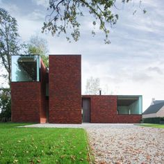 Modern villa 'VM' - Elizabet Iglesias - Belgium. I love the red bricks, the clean lines and those volumes as boxes.