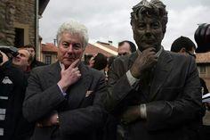 Ken Follett with his statue in Spain.