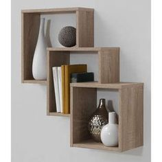 <p>Voilà une étagère originale et design qui trouvera parfaitement sa place sur les murs de votre séjour ou même de votre chambre ! </p><p>Dimensions :</p><p>Total : 63,6x65,3x18,8 cm <br /><br />Case 1 : 27,9x29,5x18,8 cm <br />Case 2 : 31,5x33x15,6 cm <br />Case 3 : 35,8x37,3x12,2 cm</p>
