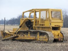 Caterpillar in a cornfield off Old Tractors, John Deere Tractors, Mining Equipment, Heavy Equipment, Toyota 4runner, Toyota Tacoma, Earth Moving Equipment, Caterpillar Equipment, Cat Machines