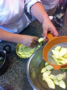 Preparação torta Sablé de maça verde