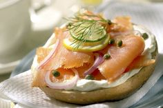 Open-Face Smoked Salmon Bagel: This open-face smoked salmon bagel makes for a great breakfast or brunch offering. Most grocery stores sell pre-sliced smoked salmon, which makes this recipe a snap. Think Food, Food For Thought, Love Food, Breakfast Menu, Best Breakfast, Breakfast Recipes, Hangover Breakfast, Smoked Salmon Bagel, Salmon Lox