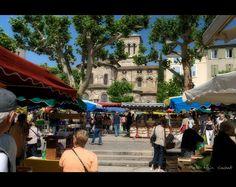 Le marché place des Clercs - Valence Drôme