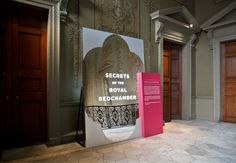 Exhibition entrance<br /><span class='grey'>Large scale mirror signage marks the change from the Tudor to the Baroque section of the Palace</span>