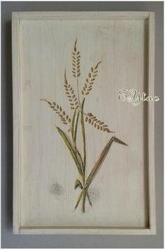Vassoio decorativo in legno Intagliato disegno grano, dipinto stile shabby. €15+ss