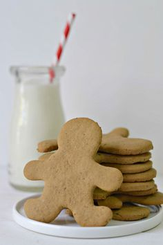 EASY roll-out gingerbread men. Perfect for those who cannot eat gluten, eggs, and dairy! By Forks and Beans