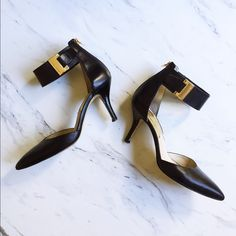 Michael Kors Guiliana Pointed Heels Gorgeous Michael Kors heels with ankle straps. Gently worn, but well taken care of. Ready for a new home to take them out on the town! MICHAEL Michael Kors Shoes Heels